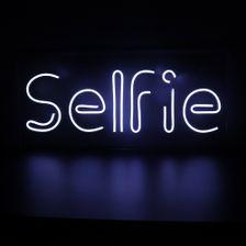 letreiro-em-neon-de-led-selfie-branco