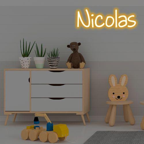 letreiro-neon-led-nome-amarelo-niclos-7-letras