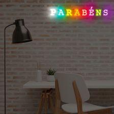 placa-parabens-em-neon-de-led-da-hutz-colorido