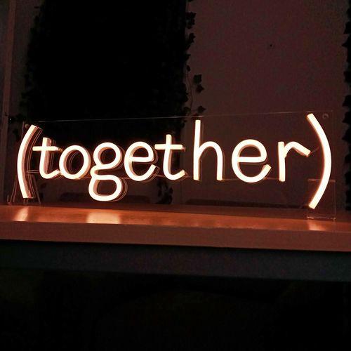 letreiro-placa-neon-de-led-personalizado-branco-quente-com-10-letras-together